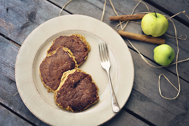 paleo_apple_pie_pancakes4-2